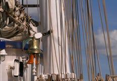 Een gouden klok op een schip Stock Afbeelding