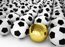 Een gouden voetbalbal in vele witte voetbalballen vector illustratie