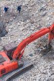 Een graafwerktuig die bij vernielingsplaats werken Stock Foto's