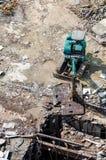 Een graafwerktuig die bij vernielingsplaats werken Stock Fotografie