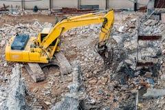 Een graafwerktuig die bij vernielingsplaats werken Royalty-vrije Stock Foto