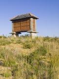 Een graanschuur op het gebied, (verticale samenstelling) Stock Foto