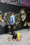 Een graffitikunstenaar op het werk Royalty-vrije Stock Afbeeldingen