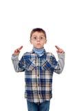 Een grappige jonge jongen die een grimas doen Stock Foto