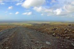 Een grintweg in het midden van IJsland Stock Foto