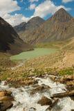 Een Groen Meer in Kyrgyzstan Stock Afbeelding