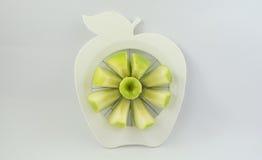 Een groene appel in een fruit-verdeler Royalty-vrije Stock Afbeeldingen