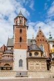 Een groene deur bij het Wawel-kasteel Stock Foto's