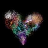 Een groep exploderend die vuurwerk als een hart wordt gevormd Stock Afbeeldingen