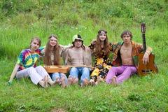Een groep jonge hippies Stock Fotografie