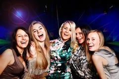 Een groep jonge mensen in club stock foto