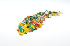 Een groep kleurenspelden Stock Afbeeldingen