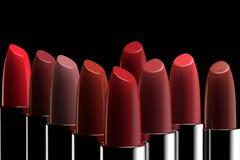 Een groep lippenstiften van verschillende kleuren royalty-vrije illustratie