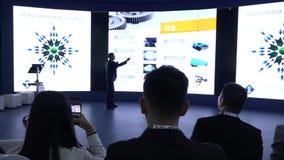 Een groep mensen van Aziatische nationaliteit in de zaal tijdens de conferentie stock video
