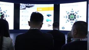 Een groep mensen van Aziatische nationaliteit in de zaal tijdens de conferentie HD stock footage