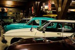 Een groep een retro auto in de vertoning van het angkutmuseum stock fotografie
