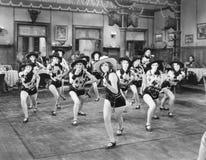 Een groep vrouwen het dansen (Alle afgeschilderde personen leven niet langer en geen landgoed bestaat Leveranciersgaranties dat e Stock Foto's