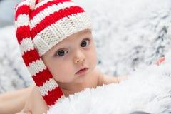 Een groot baby met de glimlach op haar lippen Royalty-vrije Stock Fotografie
