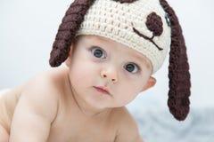 Een groot baby met de glimlach op haar lippen Royalty-vrije Stock Foto