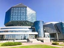 Een groot blauw conceptueel mooi glas die nationale bibliotheek van Wit-Rusland bouwen Republiek Wit-Rusland, Minsk, 20 Augustus, royalty-vrije stock foto