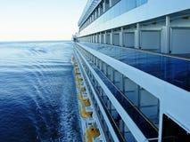 Een groot cruiseschip op zee Royalty-vrije Stock Afbeeldingen