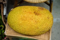 Een groot fruit in een supermarkt stock foto