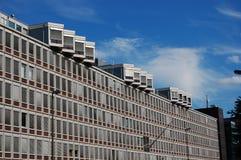 Een groot modern bureaugebouw royalty-vrije stock afbeeldingen