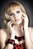 Een groot portret van een mooi blonde meisje. Stock Foto