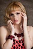 Een groot portret van een mooi blonde meisje. Royalty-vrije Stock Foto
