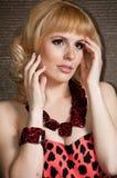 Een groot portret van een mooi blonde meisje. Stock Afbeeldingen