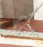 Een Grote Barst in een Glasvenster stock afbeeldingen