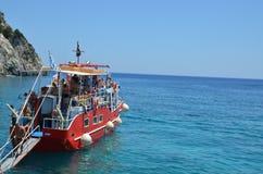 Een grote boot op het overzees Stock Afbeeldingen