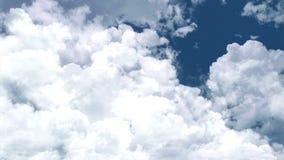 Een grote cluster van dikke wolken in de blauwe hemel stock videobeelden