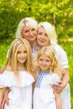 Een grote familie rust in aard Royalty-vrije Stock Foto