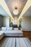 Een grote Moderne woonkamer stock fotografie