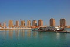 Een Grote Schipcruise bij de Parel in Doha Qatar Stock Afbeelding