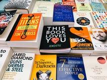 Een Grote Verscheidenheid van Boeken voor Verkoop in BibliotheekBoekhandel Stock Foto