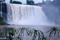 Een grote waterval Stock Foto's