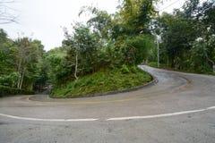 Een haarspeldkromming op de weg in de bergen Royalty-vrije Stock Foto