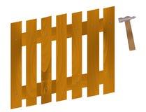 Een hamer om spijkers in de omheining te drijven Stock Foto