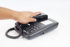 Een hand klaar holding een telefoon Stock Foto's