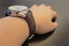 Een hand met het horloge Royalty-vrije Stock Foto's