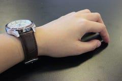 Een hand met het horloge Royalty-vrije Stock Afbeeldingen