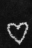 Een hart van bloesems wordt gemaakt die Stock Afbeeldingen