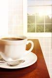 Een heerlijke en verse kop van koffie in de ochtend Stock Foto's