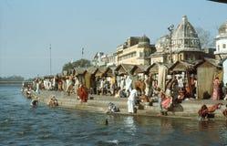 Een heilige ghat, bij de banken van Ganges. Royalty-vrije Stock Foto's