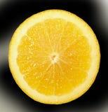 Een helder, rijp, sappig oranje fruit, dat enkel uit zijn boom wordt genomen Een smakelijk en gezond hert stock fotografie