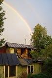Een heldere regenboog in de hemel Royalty-vrije Stock Foto