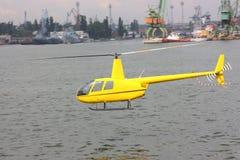 Een helikopter Stock Afbeeldingen