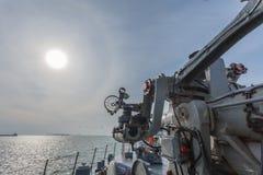 een het schieten kanon op het slagschip Royalty-vrije Stock Afbeeldingen